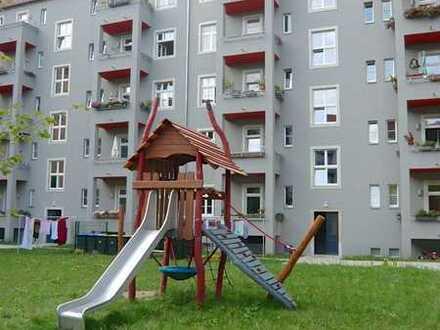 Direkt an den Elbwiesen...helle 3 Zimmerwohnung mit Balkon