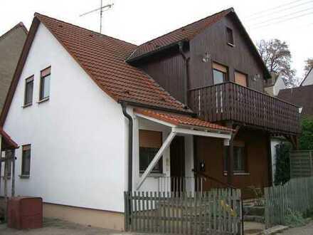 Schönes Einfamilienhaus mit Garten und Garage