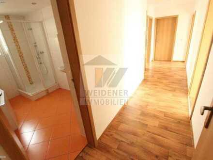 Ruhig gelegene 5 Zimmer-Wohnung mit Wanne, Dusche & Balkon im Geraer Ostviertel !