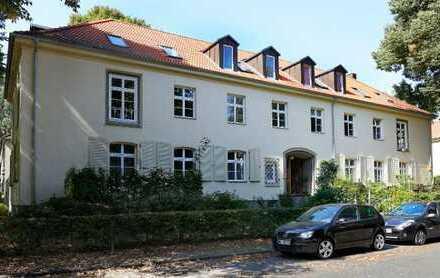 moderne 2,5 Zi.- Dachgeschoßwohnung mit Balkon im ruhigen und beliebter Lage in Klein Flottbek