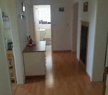 Neuwertige 3-Zimmer-Wohnung mit Balkon und Einbauküche in Stuttgart-Feuerbach