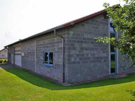 Engel & Völkers: Gewerbehalle mit Erweiterungspotential und attraktivem Wohnhaus
