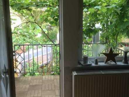 Neuwertige 2-Zimmer-Maisonette-Wohnung mit Balkon und EBK in Karlsruhe