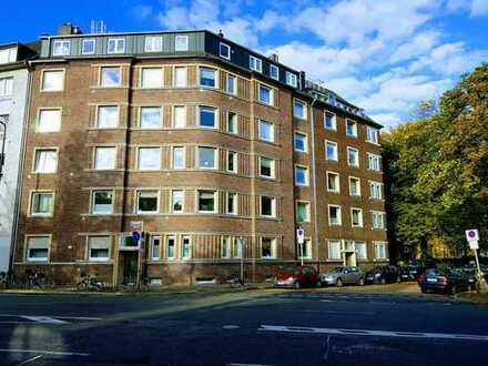 Neuwertige 4-Zimmer/Einbauküche/2-Bäder/Balkon Wohnung mit Topaustattung und hochmodernen Einbauten