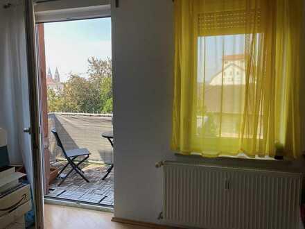 Gepflegte, helle Wohnung mit drei Zimmern sowie Balkon und EBK in Landau