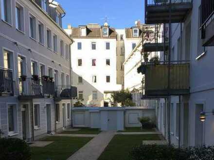 Hochwertige 2-Zimmer-Wohnung mit Balkon und Einbauküche im Hinterhof