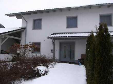 Sehr schöne Doppelhaushälfte mit vier Zimmern in Passau (Kreis), Neuburg am Inn