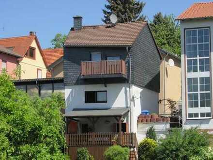 BREITENBRUNN: Einfamilienhaus mit Einliegerwohnung und Garten