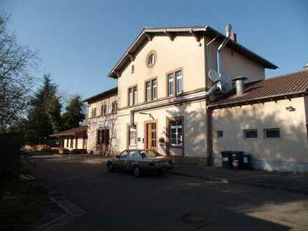 Edesheim Pfalz Bahnhofsgebäude mit Restaurant und 3 Wohnungen