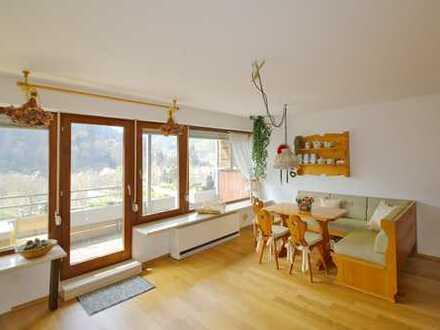 Wohnen am Kurpark: Terrassen-Einzimmerwohnung mit herrlicher Aussicht und TG-Stellplatz
