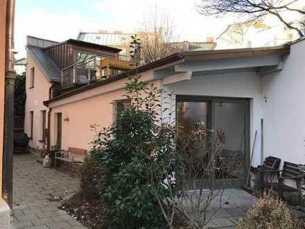 Kleines Stadthaus mit Dachterrasse und Gartenanteil