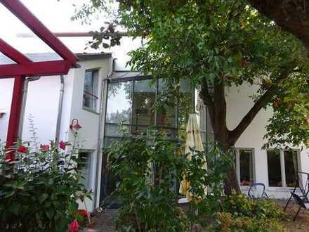 Schönes Haus mit Wintergarten und altem Baumbestand in Jockgrim, Kreis Germersheim