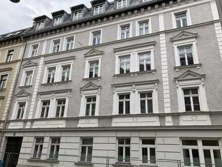 Schöne, geräumige zwei Zimmer Wohnung in denkmalgeschützem Haus in München, Maxvorstadt