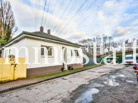 GELEGENHEIT: Wohn- und Geschäftshaus mit 5.400 m² Grundstück, Hallen & Garagen zu verkaufen!