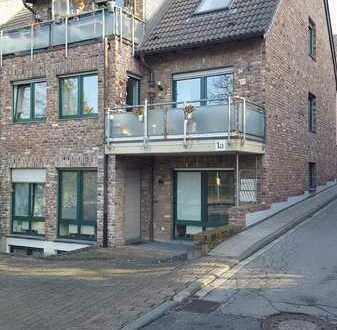 Gepflegte Maisonette-Wohnung mit drei Zimmern sowie Balkon und Einbauküche in Aachen