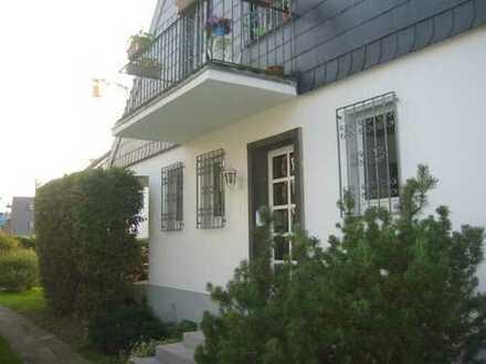1043 m² Grundstück mit Zweifamilienhausbebauung u. Einzelgarage.
