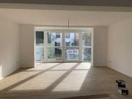 KNIPFER IMMOBILIEN - Erstbezug nach Modernisierung - Wohnung mit Balkon und Wintergarten!