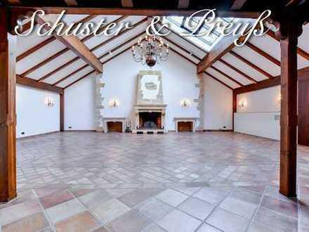 Schuster & Preuß - 310 m² große Luxuswohnung mit 4 Räumen und drei Bädern, auf einem denkmalgesch...