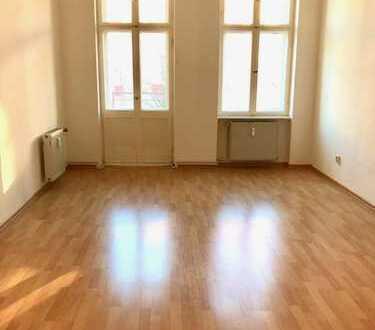 Schöne, helle 2 Zimmer Altbauwohnung mit Balkon im aufstrebenden Sprengelkiez