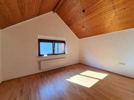 Charmantes Einfamilienhaus mit einseitig angebauter Einliegerwohnung