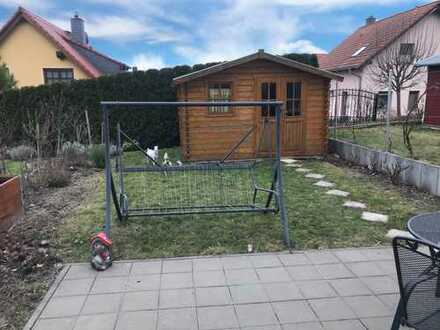 Ihr Kinder können im Garten spielen und haben endlich ihr eigenes Zimmer!