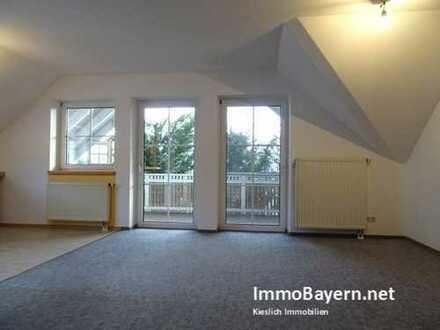 Gemütliche 2- Zimmer Dachgeschoss- Wohnung mit Süd-Balkon in Tussenhausen