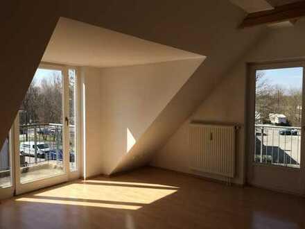 Schöne Galeriewohnung mit seperatem Schlafzimmer