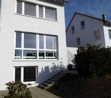 Sehr helle Energiespar-Doppelhaushälfte mit 2 Terrassen und Garten am Ulmer Kuhberg