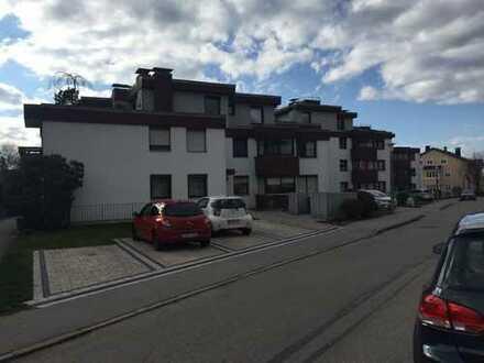 Exklusive, neuwertige 2,5-Zimmer-Wohnung mit Balkon, EBK und Garage in Traunstein