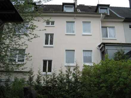 Gemütliche individuelle Dachgeschosswohnung für kleine Familie oder Studenten-WG