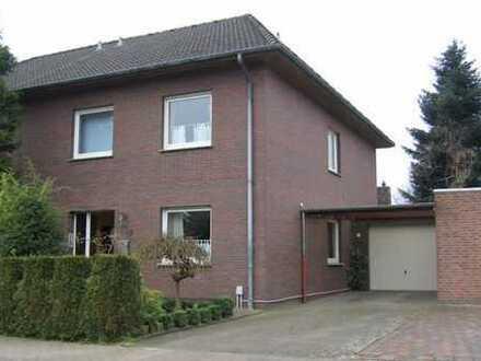 Schöne, großzügige Doppelhaushälfte mit Terrasse, Balkon, Garten und Garage/Carport