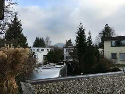 Stilvolle, gepflegte 2-Zimmer-Hochparterre-Wohnung mit Terasse und EBK in Reutlingen