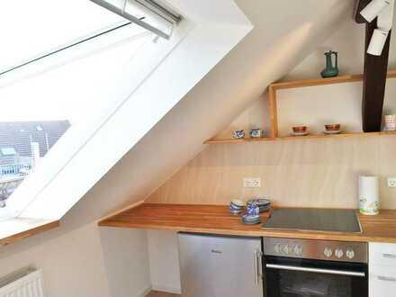 Zwei helle, gemütliche WG-Zimmer in frisch renovierter großer Altbau-Wohnung, zentral beim KIT