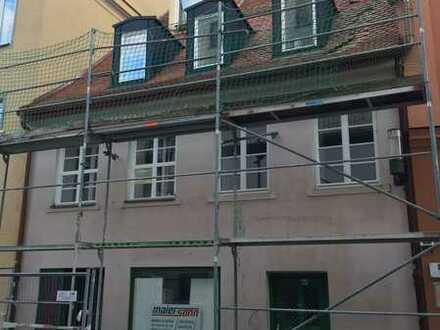 2 Zi DG Wohnung mit Einbauküche (Denkmal-Sanierung 2020)