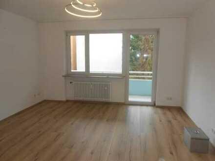 Schnäppchen! Tip-top renovierte 2 Zimmer Eigentumswohnung/ in ruhiger Feldrandlage von Zeppelinheim!