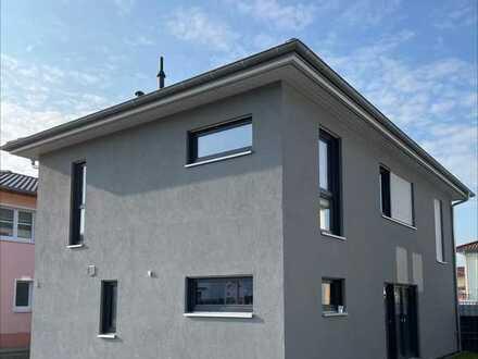 Stilvolles und neuwertiges 5-Zimmer-Haus in Singen auf Erbpacht Grundstück provisionsfrei