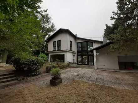 Geräumiges, gehobenes Wohnhaus in Ortsrandlage mit Offenstall, Pferdeweide, 12 min bis ICE und A3
