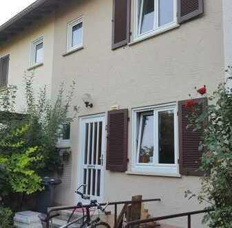 Charmantes, renoviertes Reihenhaus mit Garten und Einbauküche in Tübingen