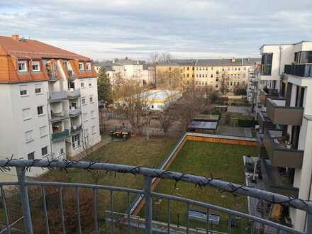 Bezugsfrei zum 01.08.! 3-Zimmer-Wohnung in Dresden-Löbtau mit Balkon,Tiefgarage & Aufzug!