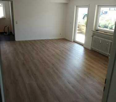 Freundliche/Großzügige 2-Zimmer-EG-Wohnung mit Terrasse und Einbauküche in Herrenberg-Kayh