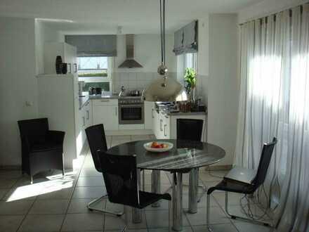 Schöne 2-Zimmer-Wohnung mit Terrasse und Garten und Einbauküche in Kernen