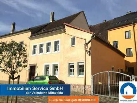 Teilsaniertes Wohn- und Geschäftshaus für Eigennutzer und Kapitalanleger in zentraler Lage von Penig