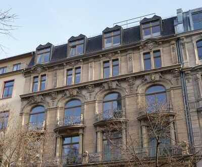 Kaiserstraße: Luxuriöse 4-Zimmer-Altbauetage mit Balkon und Personenaufzug