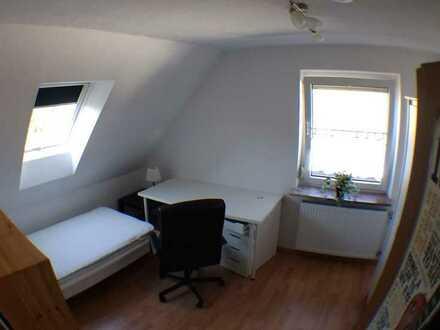 Möbliertes Zimmer für Berufsanfänger, Studenten, Master-/Bacheloranden