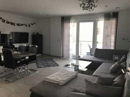 Exklusive, vollständig renovierte 2-Zimmer-Wohnung mit Balkon und Einbauküche in Nippes, Köln