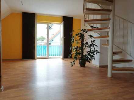 Gepflegte 5-Zimmer-Maisonette-Wohnung mit Balkon und EBK in Gründelhardt