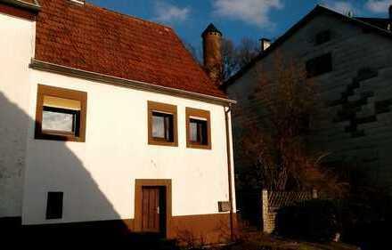 Sehr Schönes klein Haus auf der Füße der Kirkeler Burg