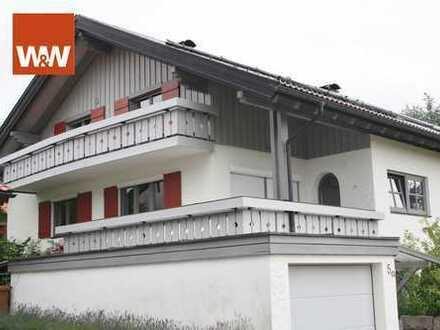 Attraktive Doppelhaushälfte mit Einliegerwohnung in exklusiver Lage