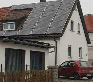 Nur einziehen! Toll renovierte DHH in Schwandorf zu verkaufen