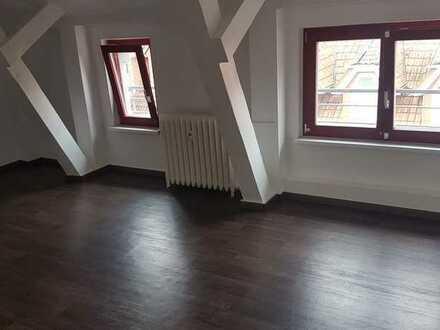 1 Monat mietfrei, 3 Zimmer- DG Wohnung im Zentrum mit Einbauküche
